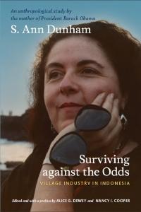 著書Surviving against the Oddsの表紙=写真はバリ島タナロットで撮影