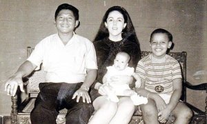 (右から)オバマ、実母アン、異父妹マイヤ、継父ロロ