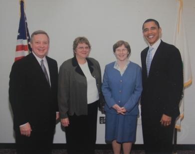 2005年に上院議員のオバマと再会したケイ・イクラナガラ=右から2番目(ケイ提供)